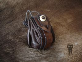 Round leather pouch (1/2) by LarpWorks