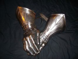 My current gauntlets by Sethkar