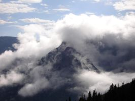 Cloudy Mountain by wusk
