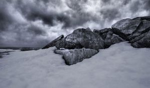 A Craggy Sky by aquapell