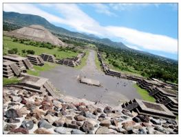 Teotihuacan ... by BornToRace