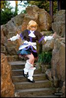Parsee going downstairs by nuramoon