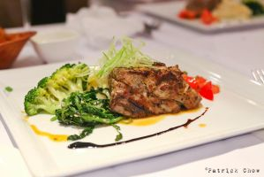 Char-grilled blue fin tuna by patchow