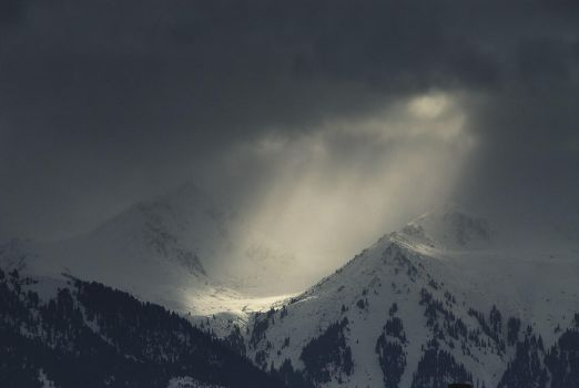 Snowstorm and the light by elimoe