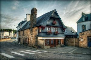Old house by kakobrutus