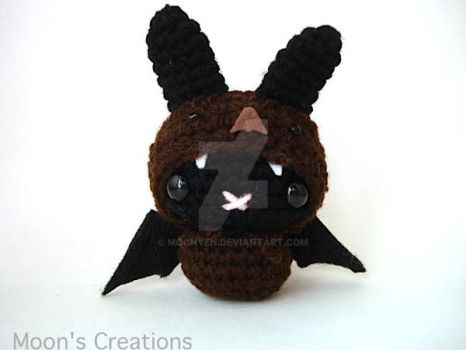 Brown Bat Moon Bun by MoonYen