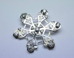 Snowflake broach with 7 stones by LARvonCL