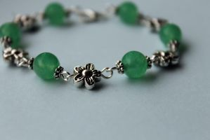Green Jade Bead and Silver Flower Bracelet by Clerdy