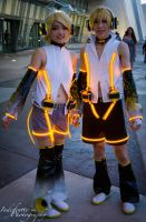 Rin and Len by Indefinitefotography