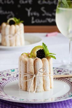 Mini Charlotte with blackberries and yogurt mousse by kupenska