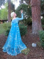 Light Up Frozen Elsa Cosplay by glimmerwood