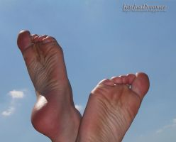 My feet against the sky by KarinaDreamer