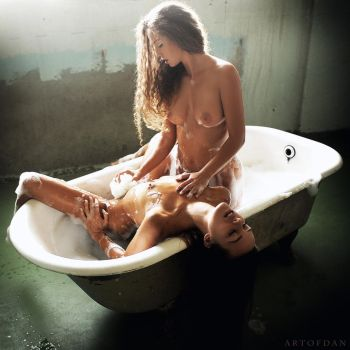 Bathtub Lovers by artofdan70