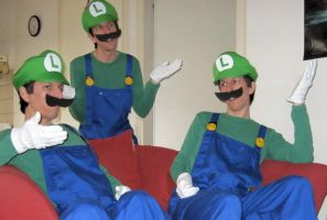 ThreeGee or WeeThree - Luigi times three by Oloring