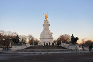 LONDON - Buckingham Palace monument by elodie50a