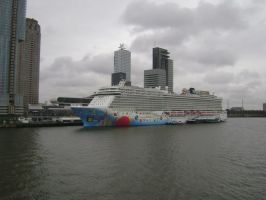 Norwegian Breakaway, IV by TammuzAsmodeus