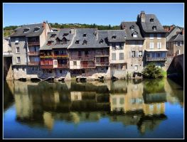 Mirror in Espalion by kanes