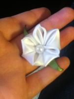 Tiny white bell flower Kanzashi by EevAxil