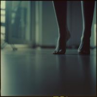 shake feet. by zuckerfuss