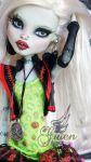 ~Gwen~ Monster High Frankie Stein repaint by RogueLively
