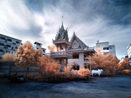 Thai Tempel infrared by MichiLauke