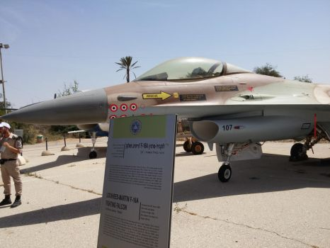 Israeli Air Force F-16 Fighting Falcon by GoldenKun