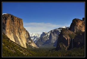 Yosemite Valley by o0oLUXo0o