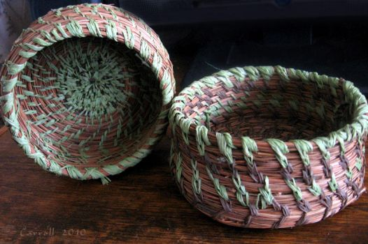 Pine needle baskets by NetRaptor