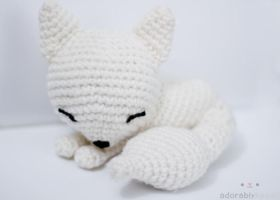 sleepy white fox by tinyowlknits