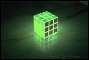 Glow Cube HDR by paa34