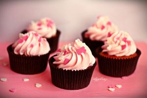 pink hearts cupcake by dygkrnz