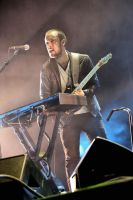 Mumford and Sons:  Ben Lovett by basseca
