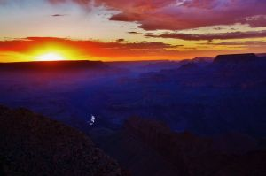 Grand Canyon. by Romylyn