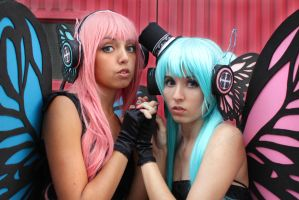 Luka and Miku [Magnet Cosplay] by Amiranne