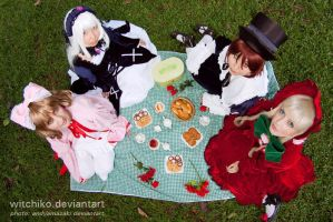 Rozen Maiden picnic::::: by Witchiko