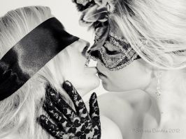 the kiss by MaryLyan