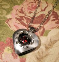 Cracked Heart Pendant by Utinni