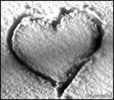 heart in the snow bw by Karnoffel
