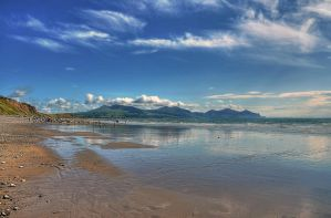 Dinas Dinlle beach in the sunshine by Unclespikey
