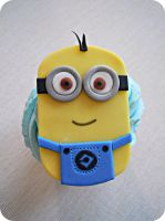 Minion Cupcake by cake4thought