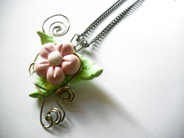 Flower pendant by Mari-Kyomo
