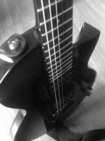 guitare black and white by nould