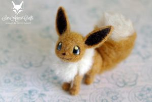 Eevee by SaniAmaniCrafts