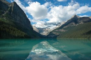 Lake Louise by charlomer