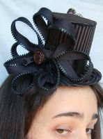 Tiny Top Hat: Daisy Zipper by TinyTopHats