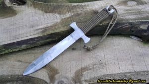 Military-style dagger by Veitsen