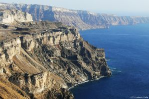 Greece - Santorini cliff 02 (HD) by Ludo38