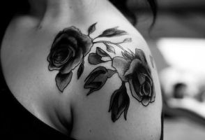 black and grey roses by Richroyalty