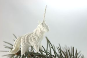 Tiny white unicorn I by hontor
