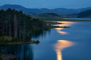 Aoos Lake full moon by pestilence